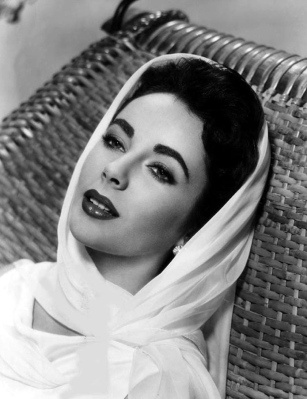 http://plus-model-mag.com/wp-content/uploads/2011/03/Elizabeth-Taylor-classic-movies-9448697-840-10921.jpg