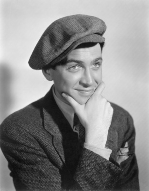 Reference:  http://static.tumblr.com/aksgchb/63Wm3j4mo/jimmy_stewart_04.jpg
