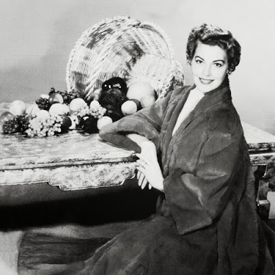 Reference: http://www.classicmoviehub.com/blog/wp-content/uploads/2013/11/ava_gardner_thanksgiving.jpg